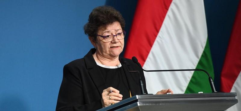 Müller Cecília Novák Katalin és Orbán Ráhel nyomába eredt