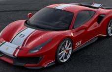 A budapesti milliárdos büszkén pózol szuperritka új Ferrarija mellett