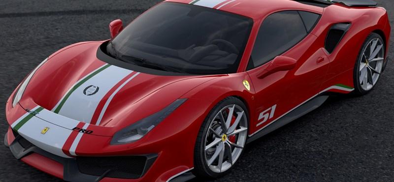 Nem egy, hanem rögtön két szuperritka új Ferrari jött Budapestre