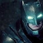 Batmannek öltözött szuperhős vette fel a harcot az agresszív bohócokkal - és ez nem film