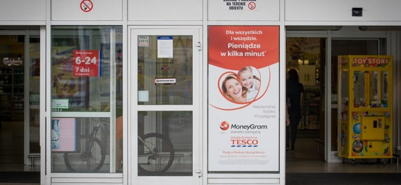 Éjfélkor kezdődik a lengyel Tesco alkalmazottainak munkaideje a vasárnapi boltzár miatt