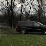 A nap szomorú videója: szentendrei zöldterületen driftel a Mercedes divatterepjárós, aki Ladával kezdte