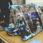Filléres alapanyagokból készített robotkezet egy 19 éves magyar diák