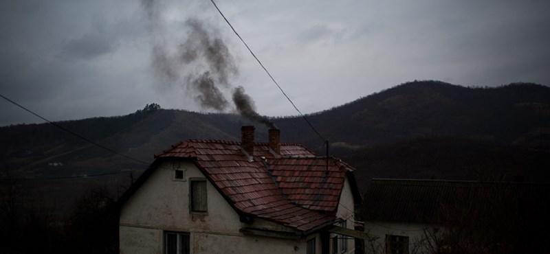 Lecsontozott házak, fekete füst - egy hely, ahol a bányanyitásra várnak