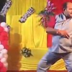 Ön sem táncol jobban, mint ez az indiai nagybácsi