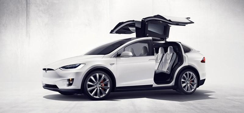 Életveszélyes hibát találtak a Teslában, 11 000 Model X-et hívnak vissza