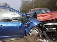 Videón egy súlyos baleset előtti pillanatok a 84-es útról