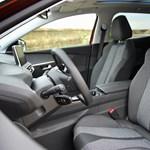 Venne a neten új autót úgy, hogy nem ül bele, nem tapogatja meg?