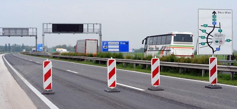 Három autópályát is lezárnak egy 70 méteres vegyipari torony szállítása miatt