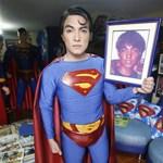 Tizenhat évnyi plasztikai műtét bárkiből Supermant csinál
