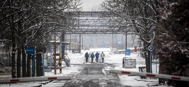 Blokád alá vettek a dolgozók egy budapesti vegyipari gyárat
