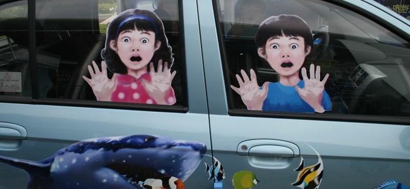 Kisgyerek autóban felejtésére figyelmeztető vészjelzőt tettek kötelezővé Olaszországban