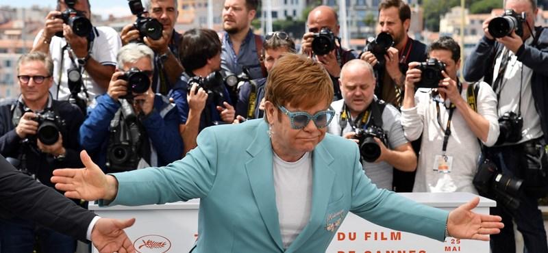 Elton John dalra fakadt az éjszaka közepén Cannes-ban – videó