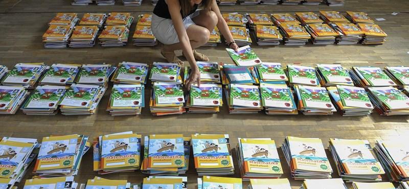 Odacsapott a kormánynak a Szülői Hang: elvárják a nem állami tankönyvek megrendelését