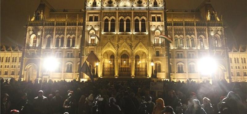 Elhalasztják a Kossuth téri tüntetést az ónos eső miatt