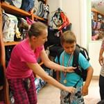 Így segíthetsz a kistelepüléseken élő diákoknak: tanszergyűjtés a Gödörnél