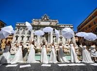 Dühös menyasszonyok tiltakoztak az esküvők elhalasztása ellen Rómában (fotók)