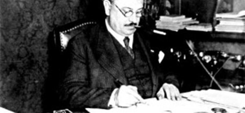 Cser-Palkovics kihátrált a Hóman-szobor mögül