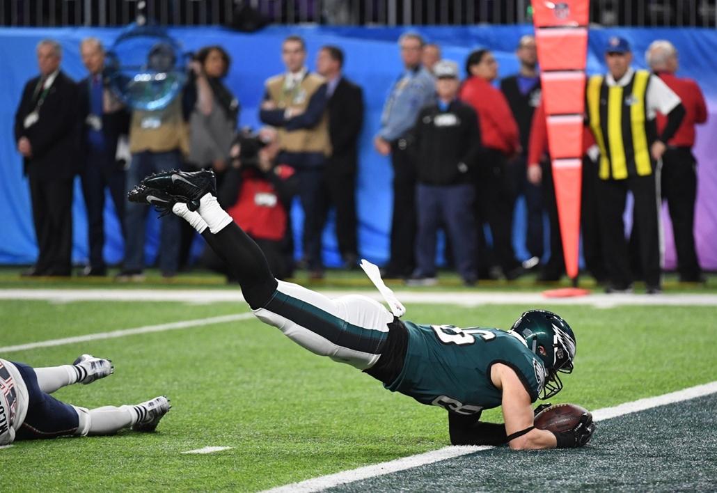 afp.18.02.04. - Minneapolis, USA: Zach Ertz az 52. alkalommal megrendezett Super Bowl döntőjén a minneapolisi U.S. Bank Stadionban 2018. február 4-jén. - amerikaifutball, amerikai foci, nfl