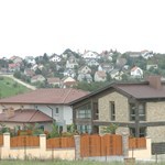 Sokan költöznének az agglomerációba, nagyot drágulnak a házak Budapest határán túl