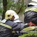 Videó: A tűzoltók hoztak le egy pórul járt mászót a Róka-hegyről
