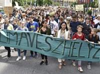 Több ezer fiatal tüntetett Budapesten a klímaváltozás megállításáért