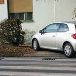 A nap fotója: a dorogi autós, akit egyáltalán nem érdekelnek a gyalogosok