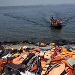 Egyetlen nap alatt félezer menekült veszett kis híján a Földközi-tengerbe
