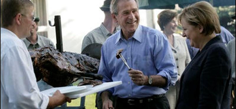 George Bush is bejelentkezett a Facebookra