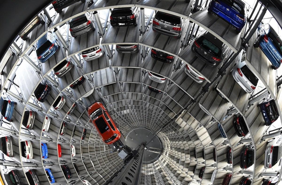Sci-fi autógyár és hazatérő gólyák a hét képein