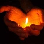 Képek: egy éve volt a pécsi lövöldözés, az áldozatokra emlékeztek