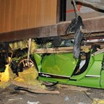 Akkora sebességgel balesetezett a részeg sofőr, hogy az egész Lamborghini beszorult egy lakókocsi alá