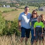 Novák Katalin saját családjával népszerűsíti a családokat az Emmi oldalán