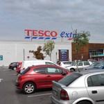 Válaszolt a Tesco: nem akarnak boltokat bezárni