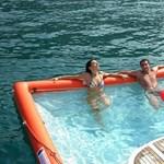Őrült találmány - felfújható medence a hajó mögé