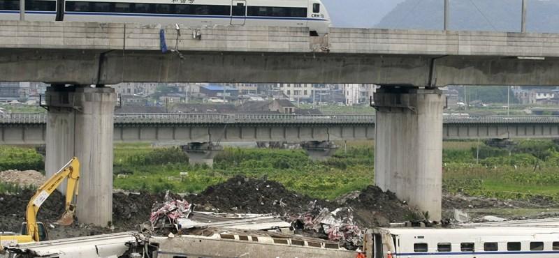 Megduplázták a kínai vonatbaleset áldozatainak kárpótlását