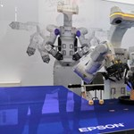 Már nem az ember, hanem a robotok munkáját veszi el az Epson új robotja
