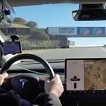 Videó: Négy kört bírt versenypályán az új Tesla Model 3 – ami nem is rossz