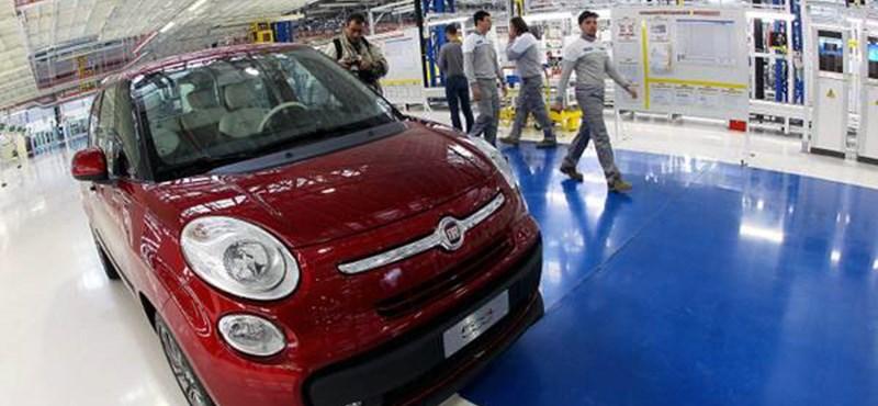 Több tucat autót karcolt össze a feldühödött Fiat dolgozó