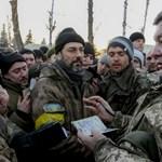 Az ukrán elnök ígéri: csak szerződéses katonákat küldenek ezentúl a keleti frontra