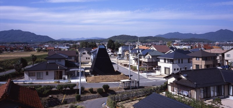 Japán nyaraló: totális csend az óceánparton