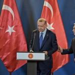 Mit keresett Erdogan Budapesten?