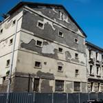 Molinóháború zajlott az omladozó Radetzky-laktanyán