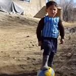 Elüldözték a nejlonzacskós Messi-meze miatt világhírűvé vált kisfiút