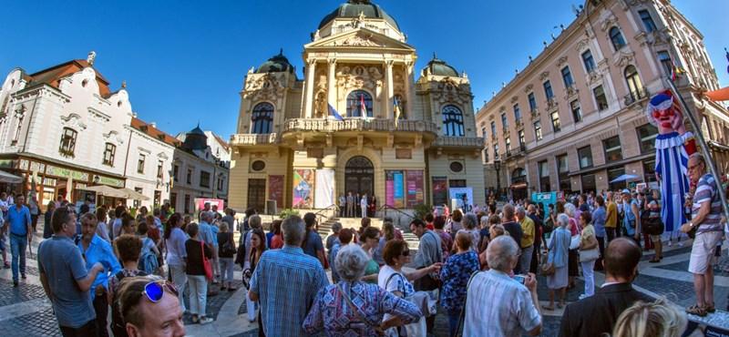 Különadót vetnének ki a multikra az adósságtól nyögő Pécsen
