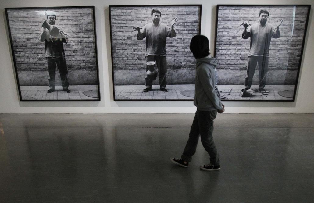 Taiwan - a ''másképpgondolkodó'' Aj Vej-vej képei a Taipei Fine Arts Múzeumban.