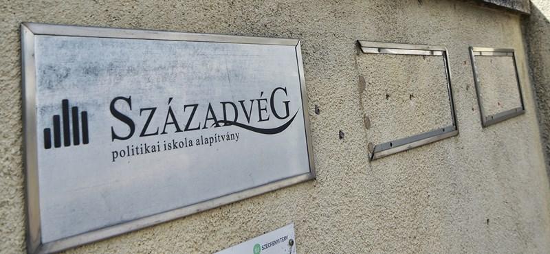 1,3 milliárdért vizsgálja Századvég, hogy látják a világot a határon túli magyarok
