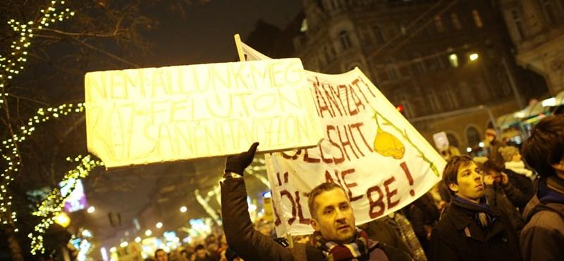 Középiskolások nézeteit jegyzőkönyvezik a tüntetésekről