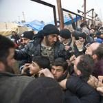 Humanitárius katasztrófa fenyeget a török határnál