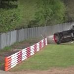 Ezt a Renault Cliót csúnány összetörték a Nürburgringen – videó